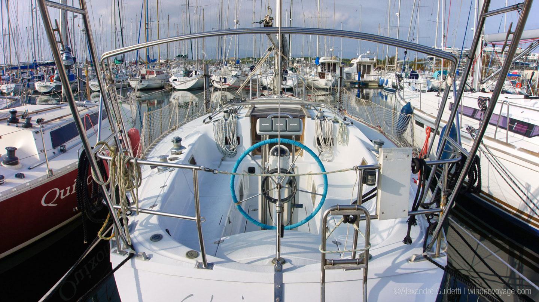 Jeanneau Sun Fizz 40 cockpit