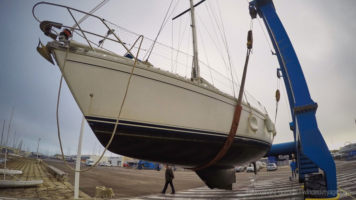 Jeanneau Sun Fizz sailboat taken to dry dock by crane